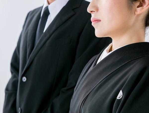 納骨式に適した服装とは?納骨式の正しい服装や注意点を紹介